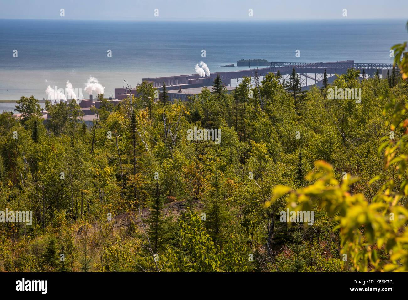 Silver Bay, Minnesota - northshore mining et l'usine de transformation de taconite sur le bord du lac Supérieur. Photo Stock