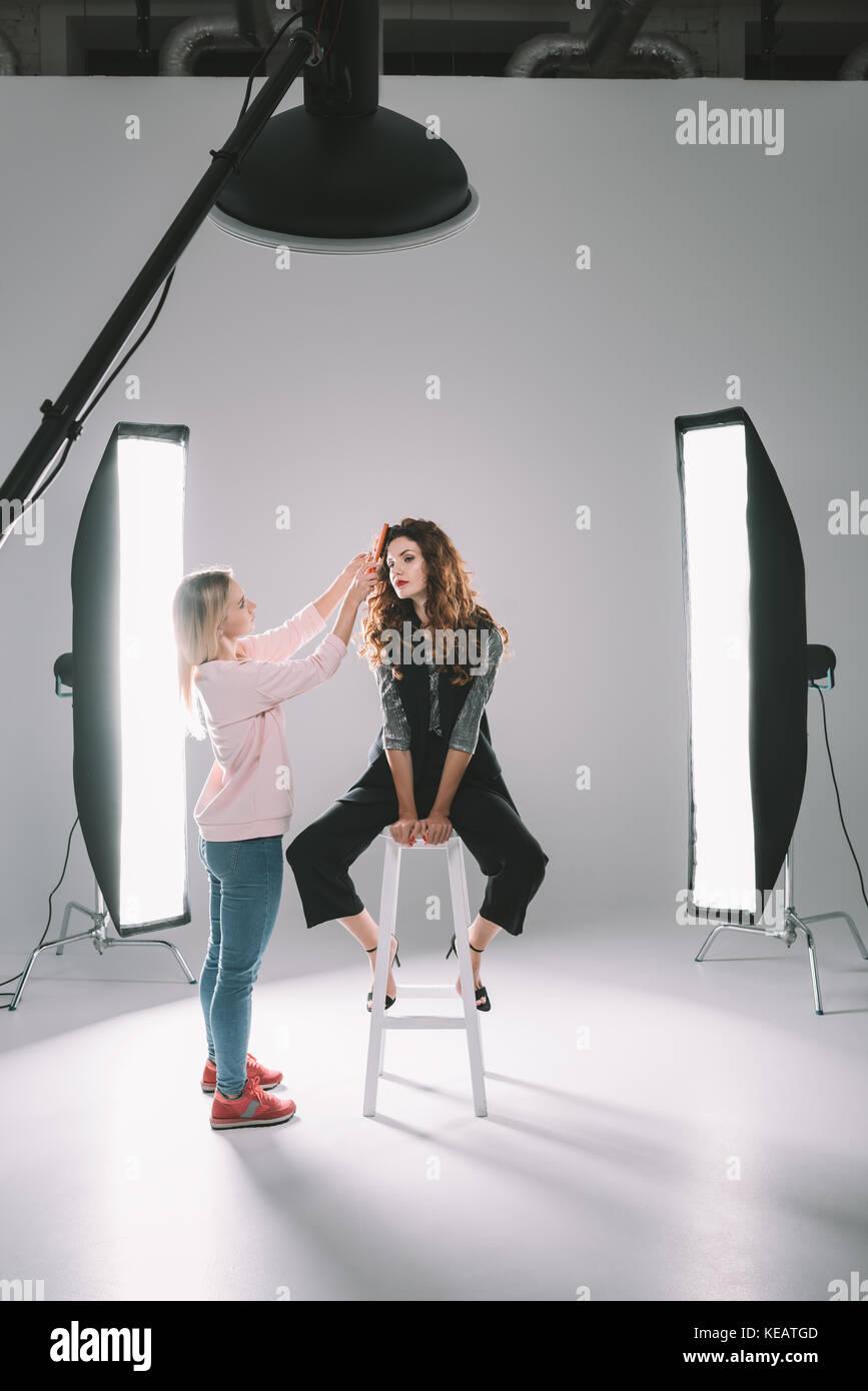 Modèle et styliste de cheveux Photo Stock