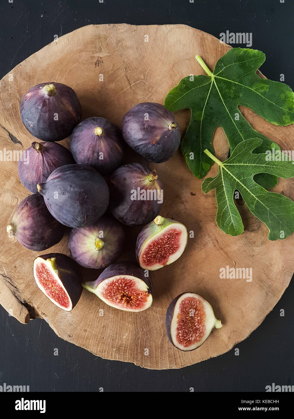Figues sur fond noir Photo Stock