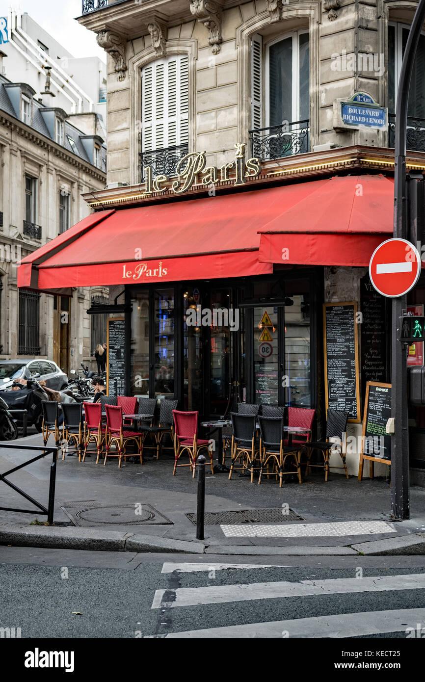 Terrasse De Cafe Parisien Typique Banque D Images Photo Stock