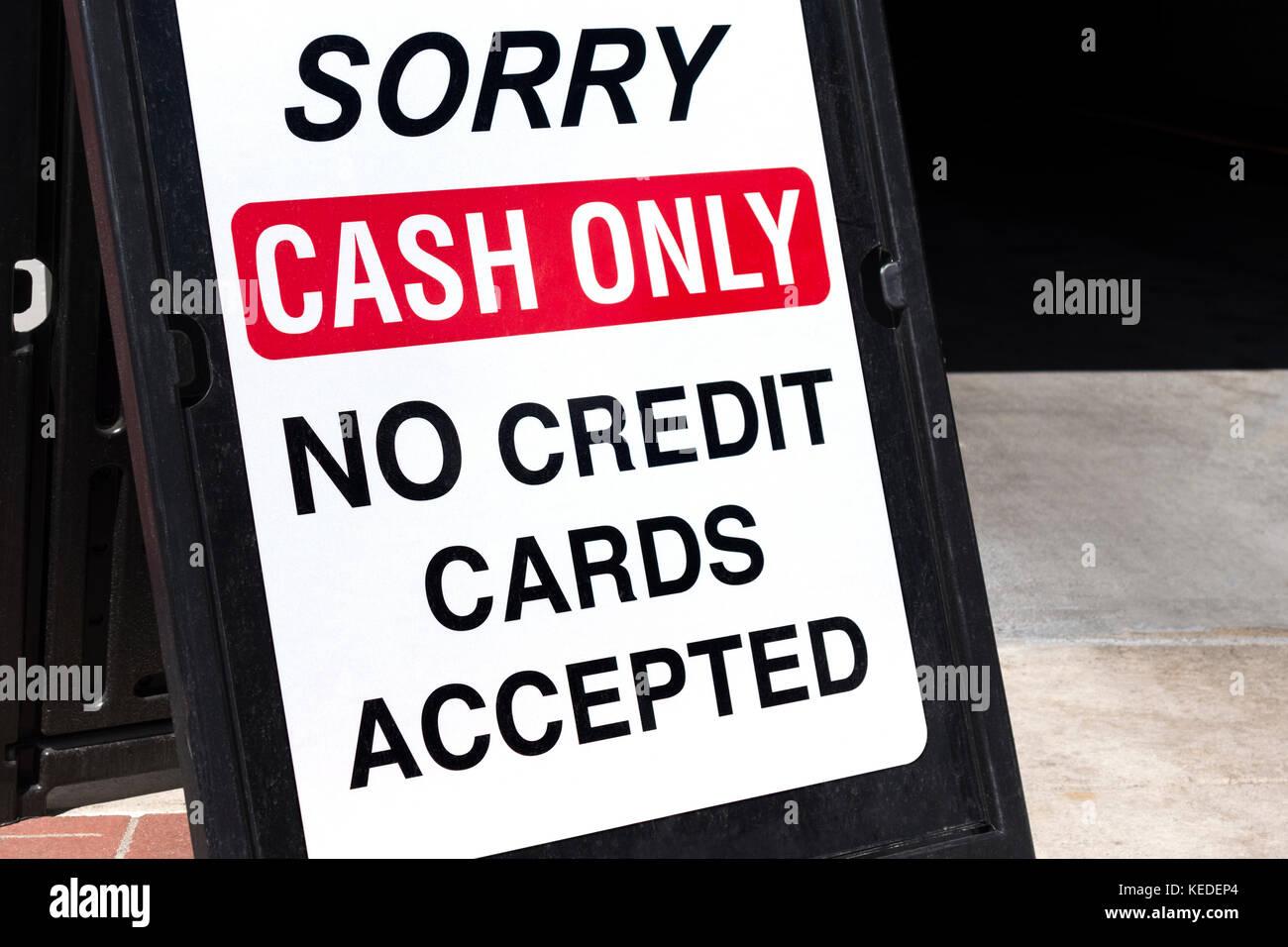 Inscrivez-Argent comptant seulement les cartes de crédit ne sont pas acceptées Photo Stock