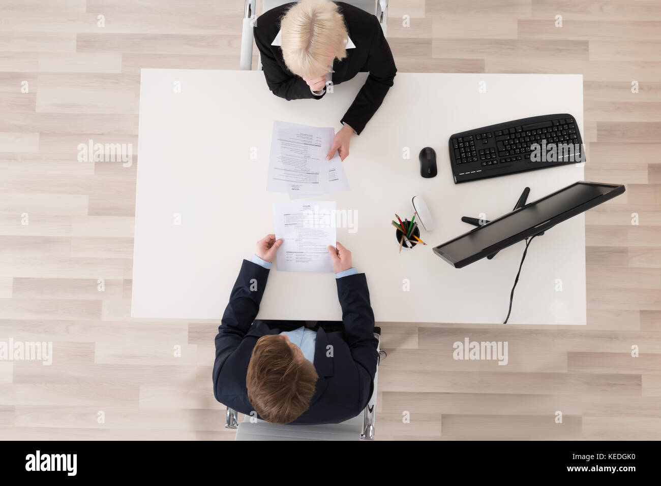 High angle view job interview at desk Photo Stock
