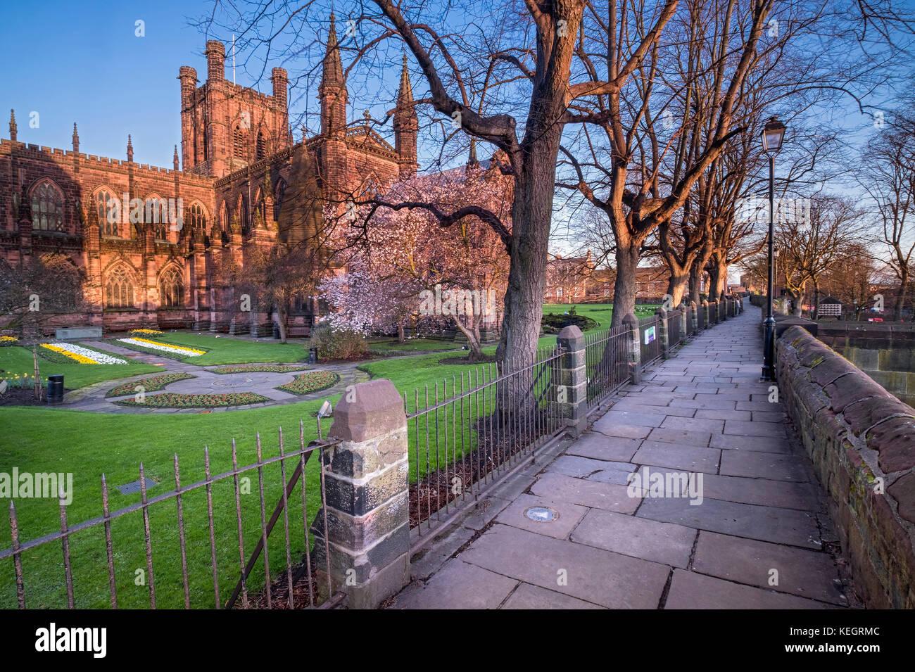 La cathédrale de Chester et les murs de la ville, Chester, Cheshire, Angleterre, RU Photo Stock