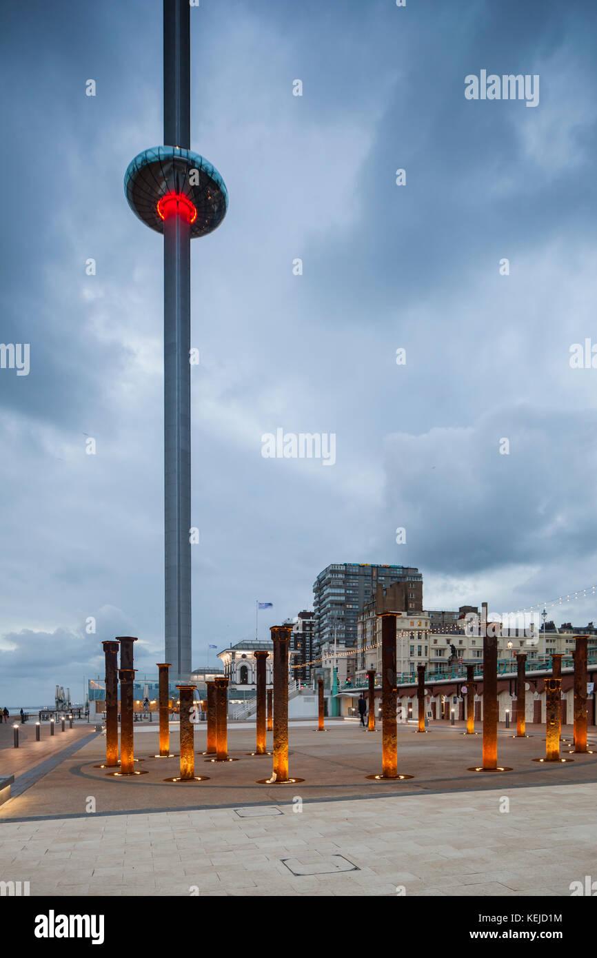 À eveninig i360 tower sur mer Brighton, East Sussex, Angleterre. Photo Stock
