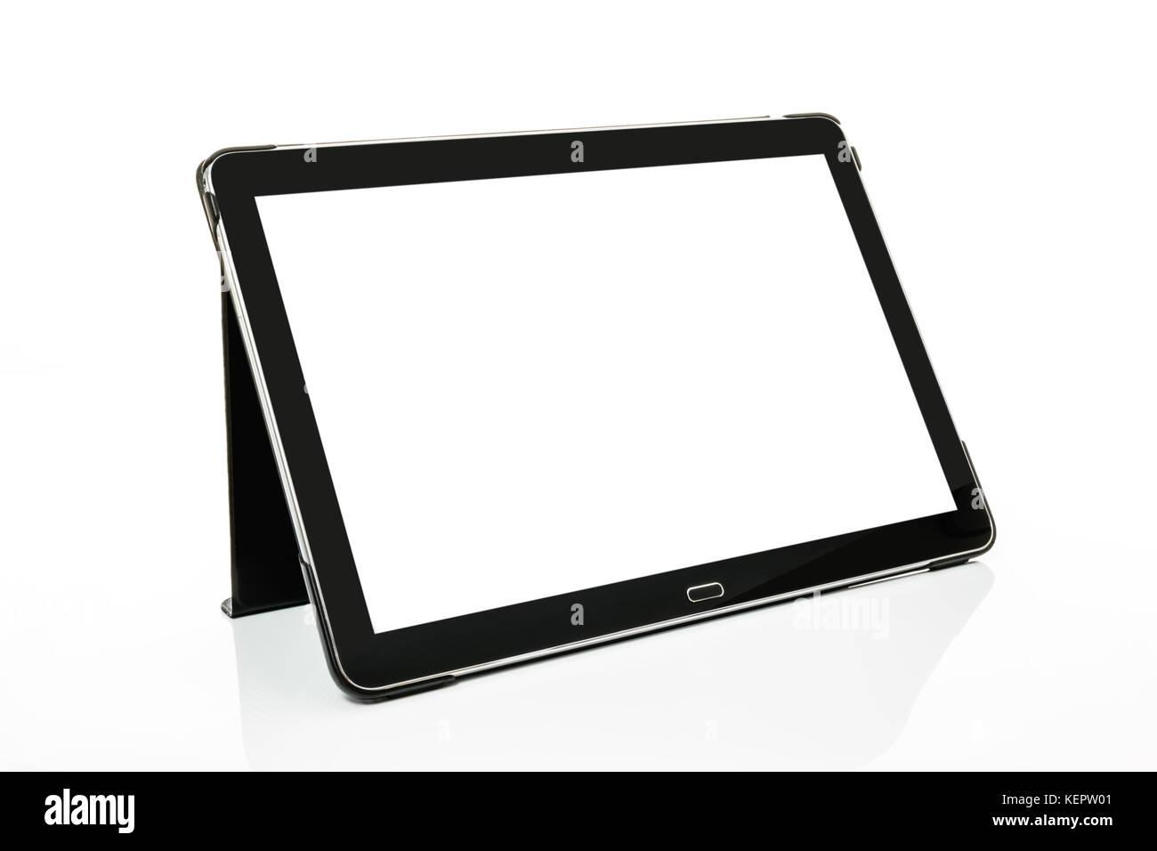 Mock-up avec une tablette numérique moderne noir argent en perspective isolé sur fond blanc Banque D'Images