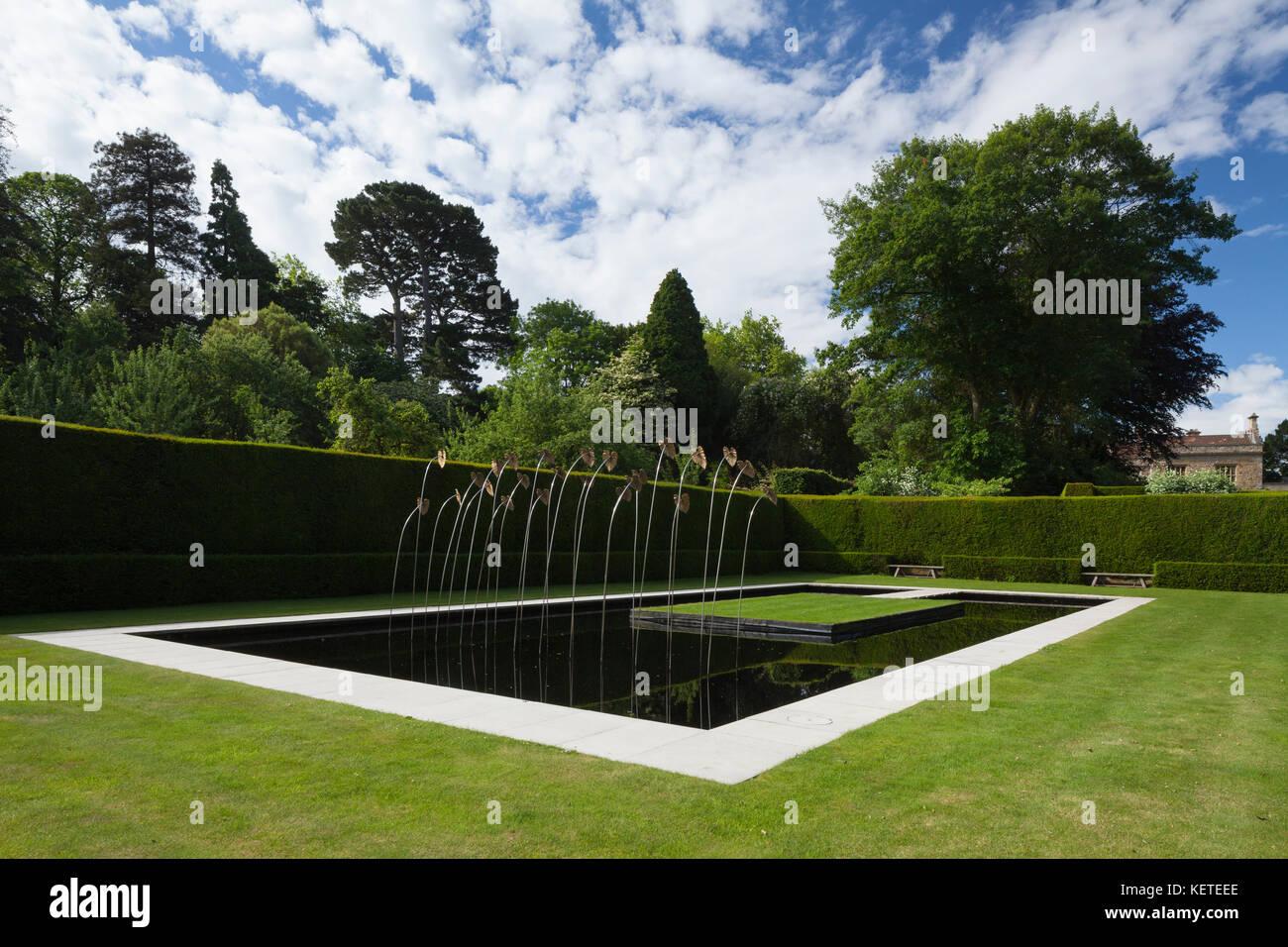 Le Jardin d\'eau contemporain avec l\'art moderne sculpture ...