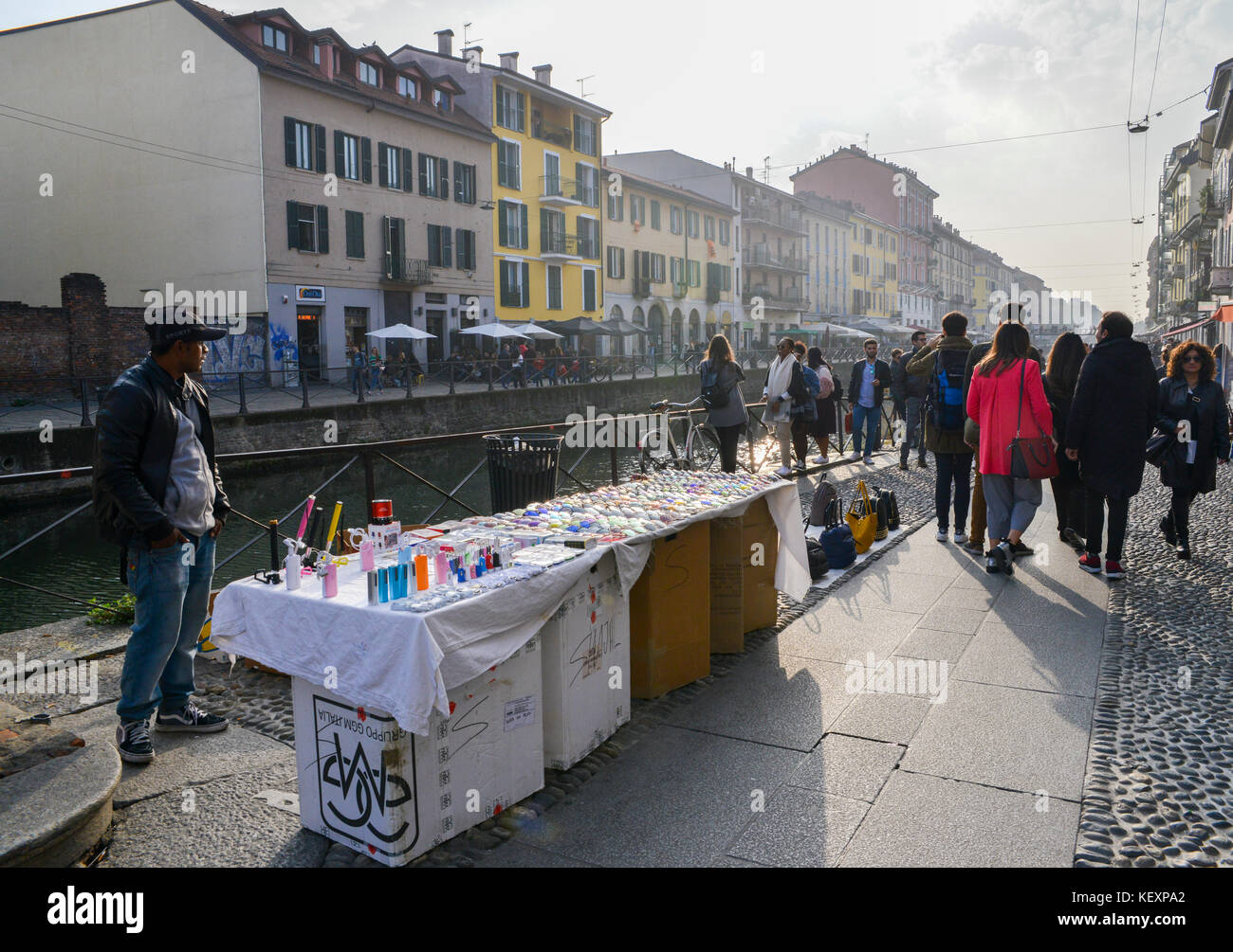 Photos Fake Images amp; Alamy Goods pqW5CY85Tf