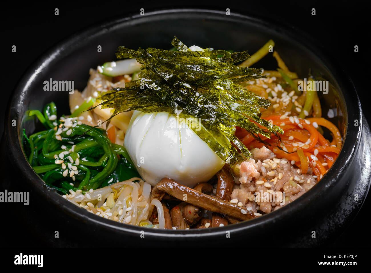 Soupe coréenne avec des œufs et des algues Photo Stock