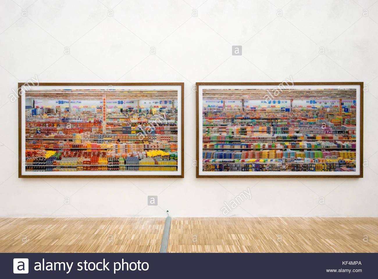 Andreas Gursky 99 Cent Ii Diptychon Photographies Grand Format C Print Monts Sur Verre Acrylique 1999 De Lart Et Lexposition Des Aliments