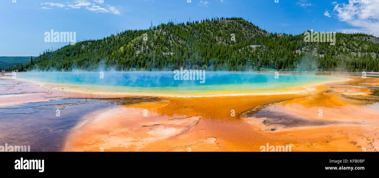 Terrasses de sortance des couleurs vives du Grand Prismatic Spring dans le parc national de Yellowstone, Wyoming. Photo Stock