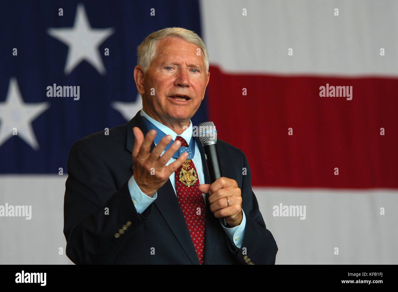 Le colonel de l'US air force leo thorsness et récipiendaire de la médaille d'honneur parle au Photo Stock
