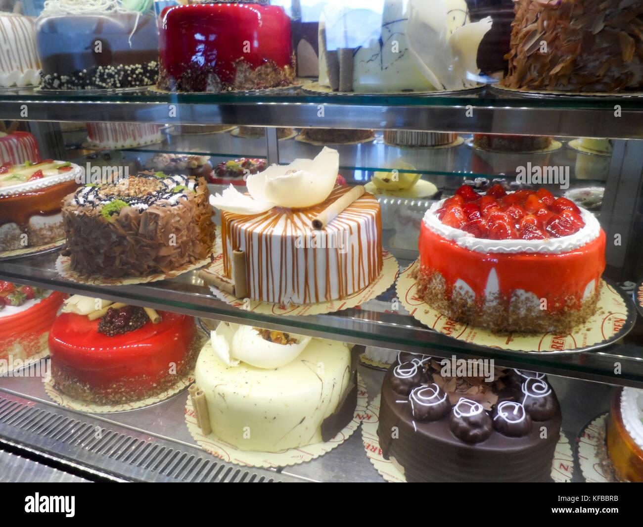 Gâteaux à la crème fraîche dans une pâtisserie shop, Marmaris, province de Mugla, Turquie Photo Stock