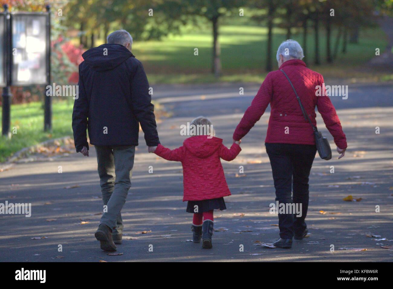 Glasgow, Ecosse, UK.27 octobre uk weather.ensoleillé de l'été dans le parc Kelvingrove retourne Photo Stock