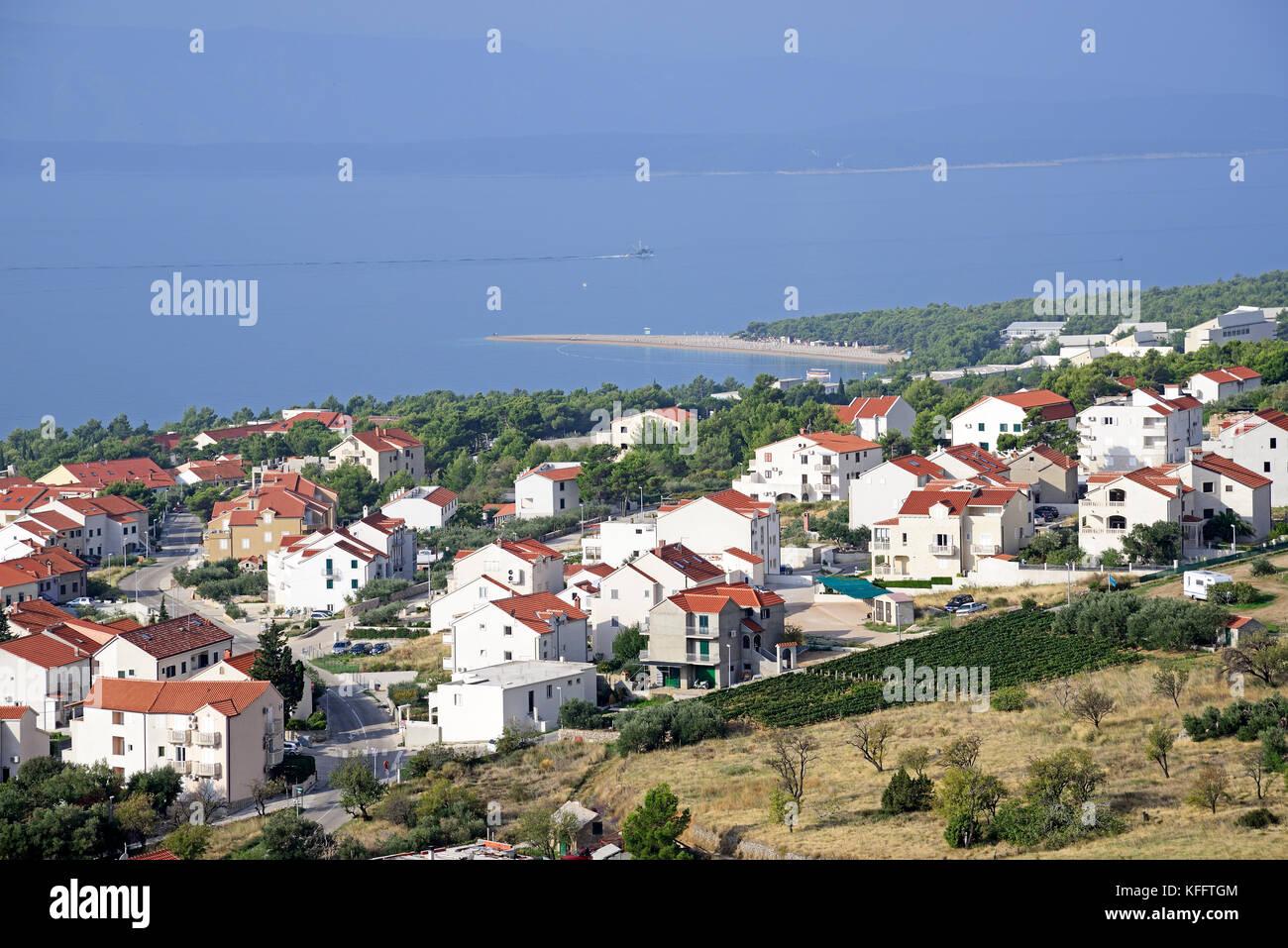 Village bol sur l'île de Brac, mer Adriatique, mer méditerranée, île de Brac, Dalmatie, Photo Stock