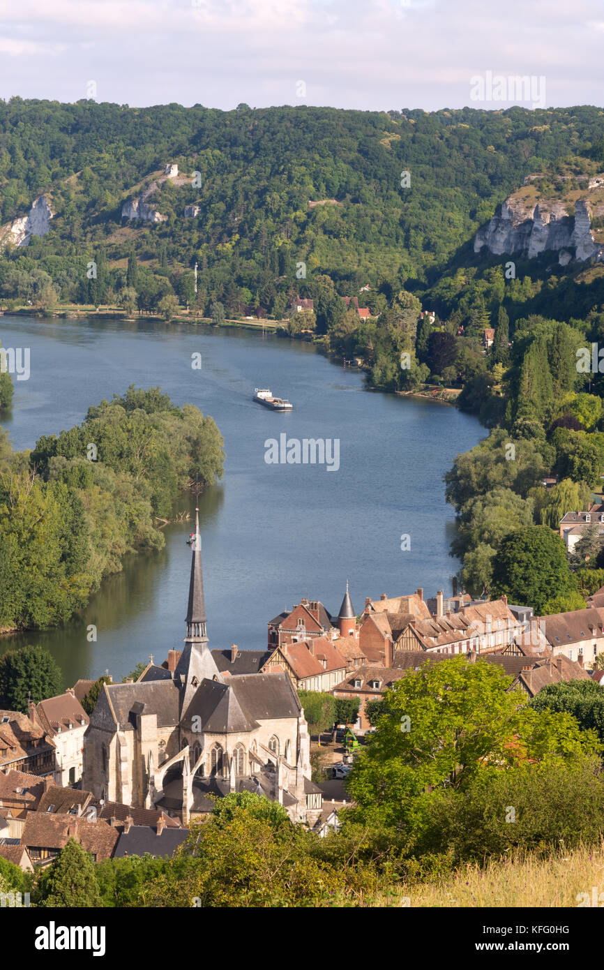 Le Petit Andely Et La Seine A Partir De Ci Dessus Les Andelys Normandie France Europe Photo Stock Alamy