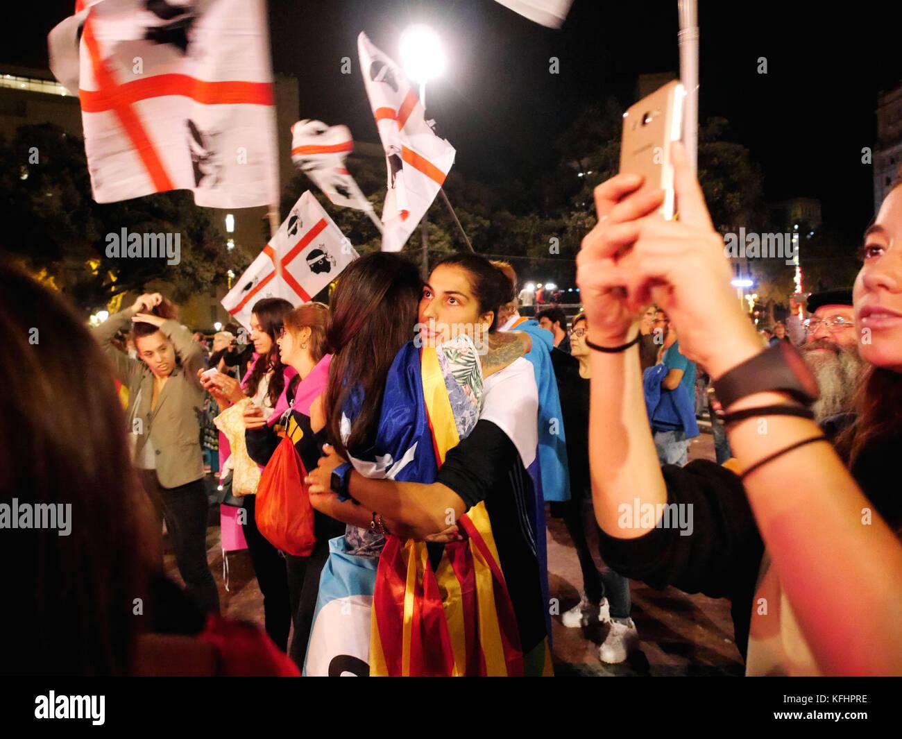 Barcelone, Catalogne, espagne. 8 oct, 2017. les filles d'énormes pour célébrer l'indépendance de la catalogne.le Banque D'Images