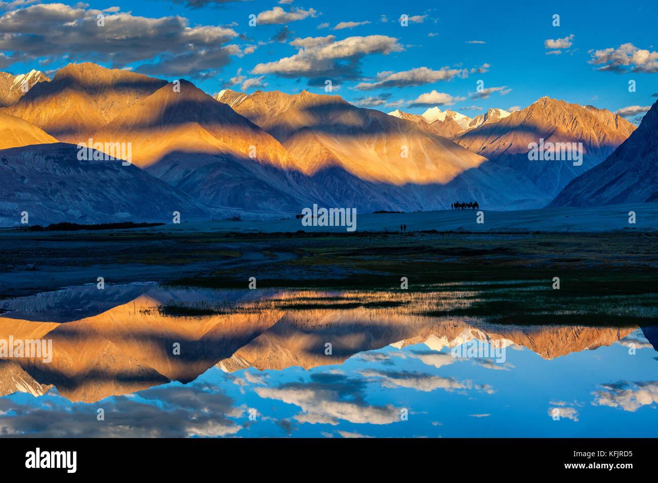 Coucher du soleil sur l'Himalaya, la vallée de Nubra, Ladakh, Inde Photo Stock