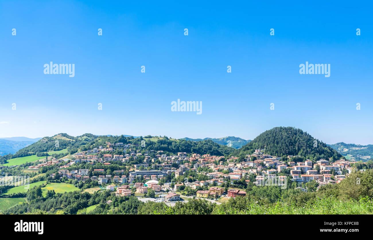 Castelnovo ne' Monti en ville, Italie Apennins Photo Stock