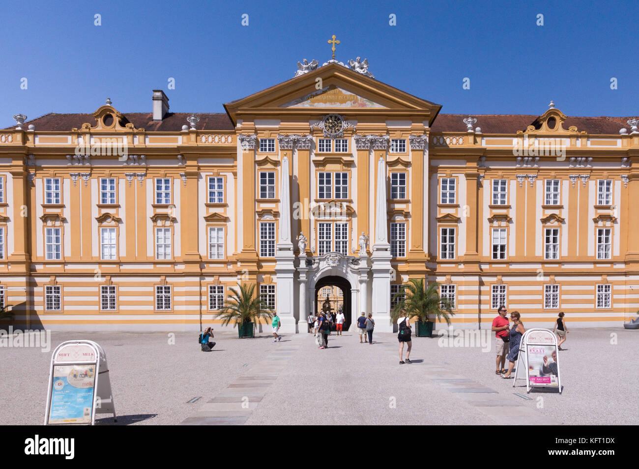 L'entrée principale de l'Abbaye de Melk baroque magnifique dans la région de Wachau de Basse-Autriche Photo Stock