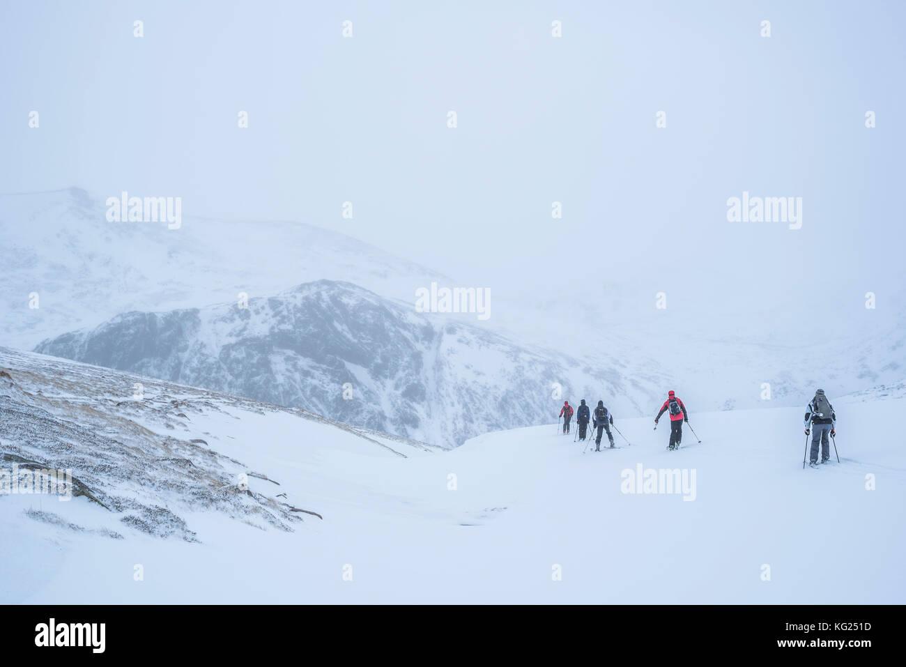 Ski de randonnée à Cairngorm Mountain Ski Resort, Aviemore, parc national de Cairngorms, en Écosse, Photo Stock