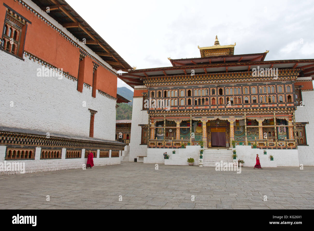 Le tashi chho forteresse et moines bouddhistes, Thimphu, Bhoutan, Asie Photo Stock