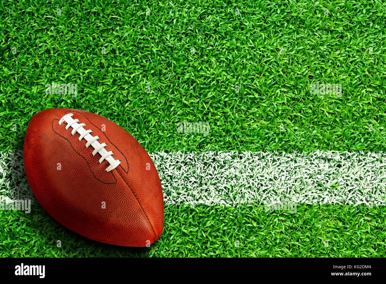 Sur le terrain de football avec la ligne blanche la copie et le marquage de l'espace. ligne représente Photo Stock
