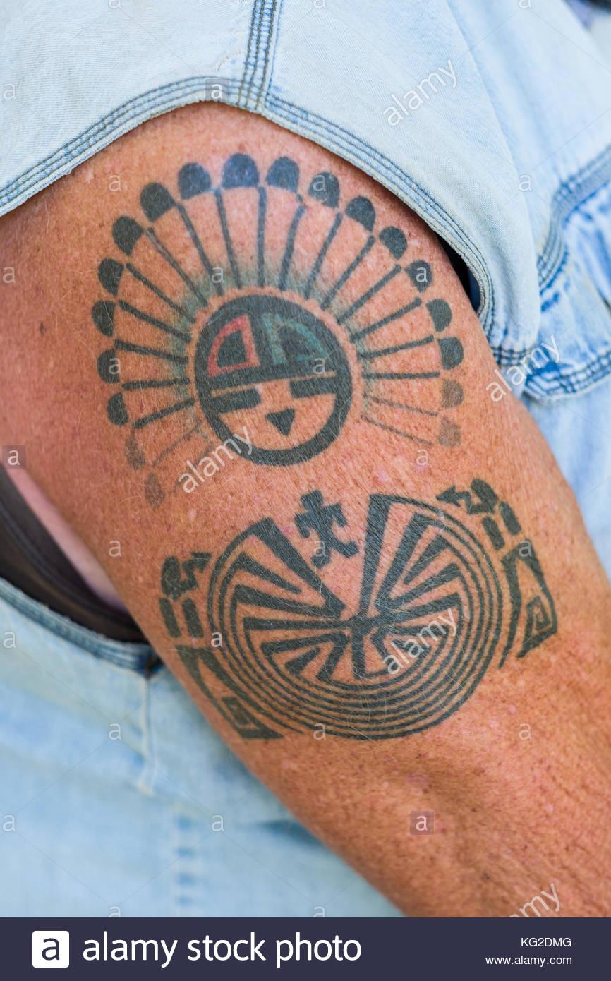 Detail De Tatouage Sur Le Bras De L Homme Mur Los Luceros Comte De