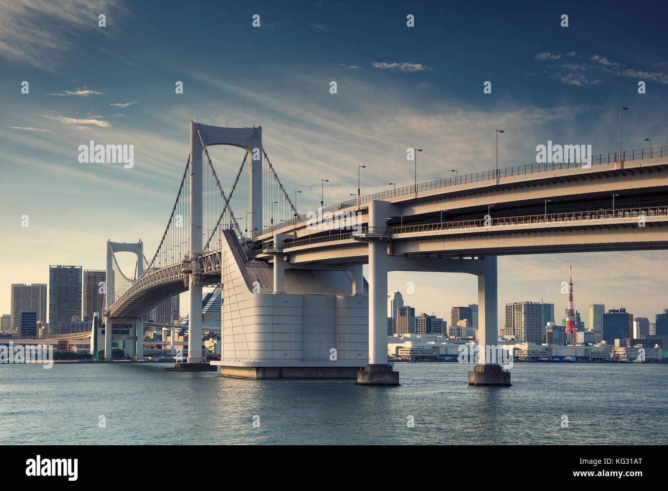 Tokyo. cityscape de droit de Tokyo, Japon Avec Rainbow bridge. Banque D'Images