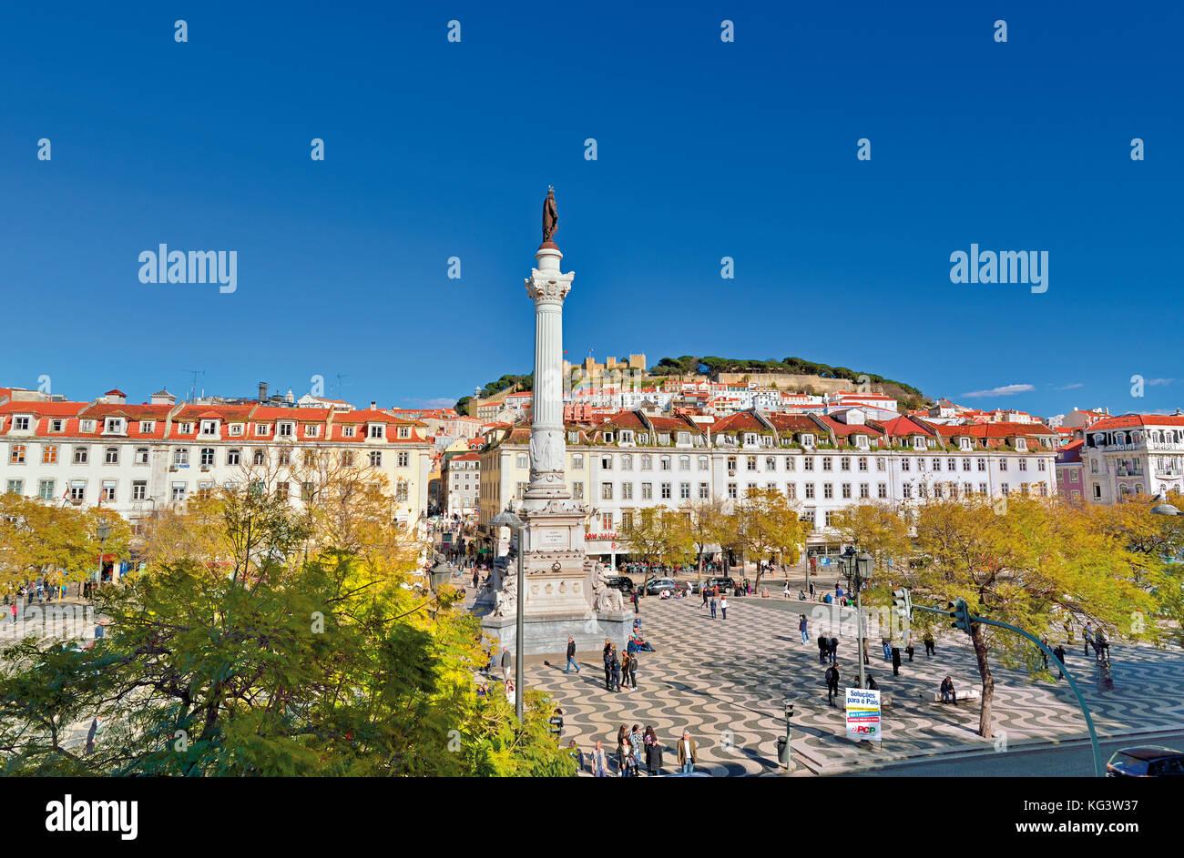 Vue de la place Rossio et le château de Lisbonne Photo Stock