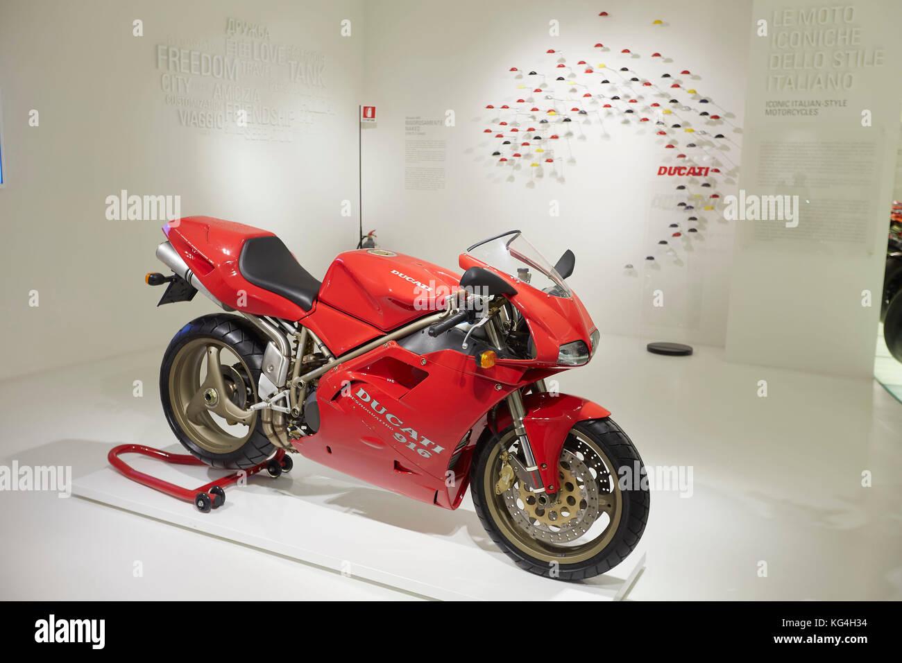 Ducati Classic Moto 916 sur l'affichage à l'usine Ducati museum, Bologne, Italie. Banque D'Images