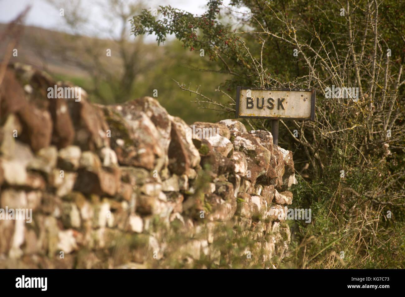 Ancien panneau routier à Busk Banque D'Images
