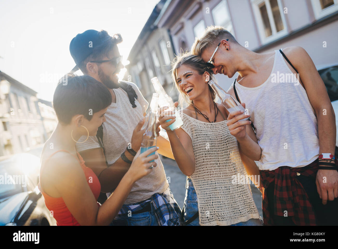 Groupe de jeunes happy friends having fun time Photo Stock