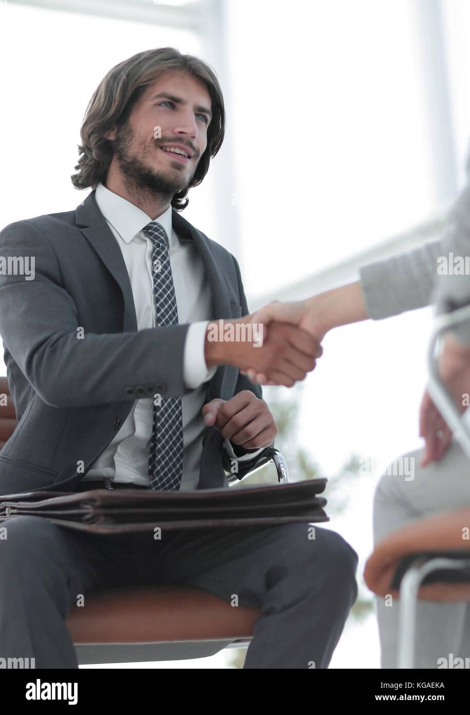 Entretien d'embauche avec patron et l'employé handshaking Photo Stock