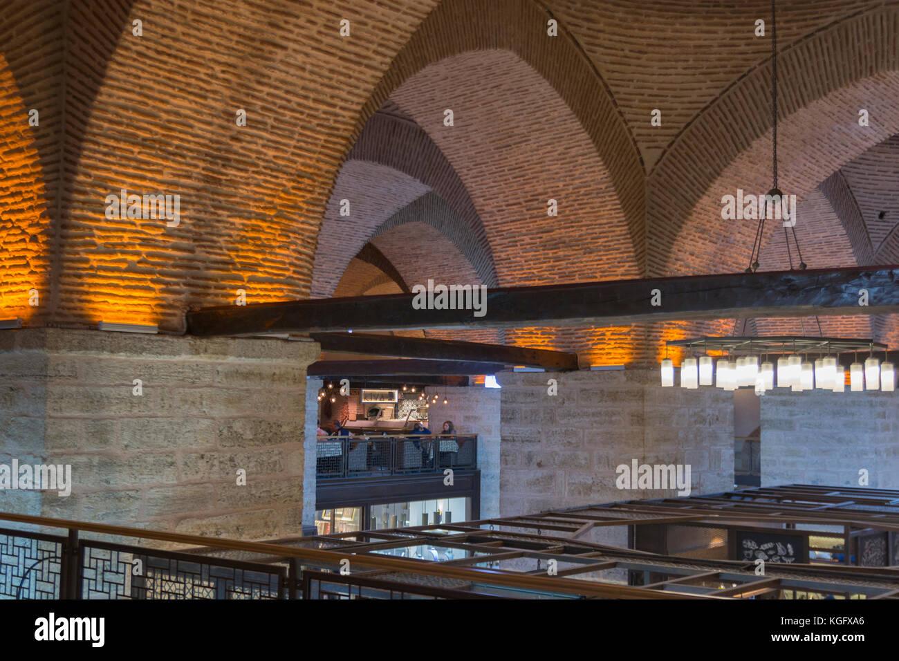 1b6aa352f915 Vue de l intérieur de la sandale bedesteni à l intérieur du grand bazar