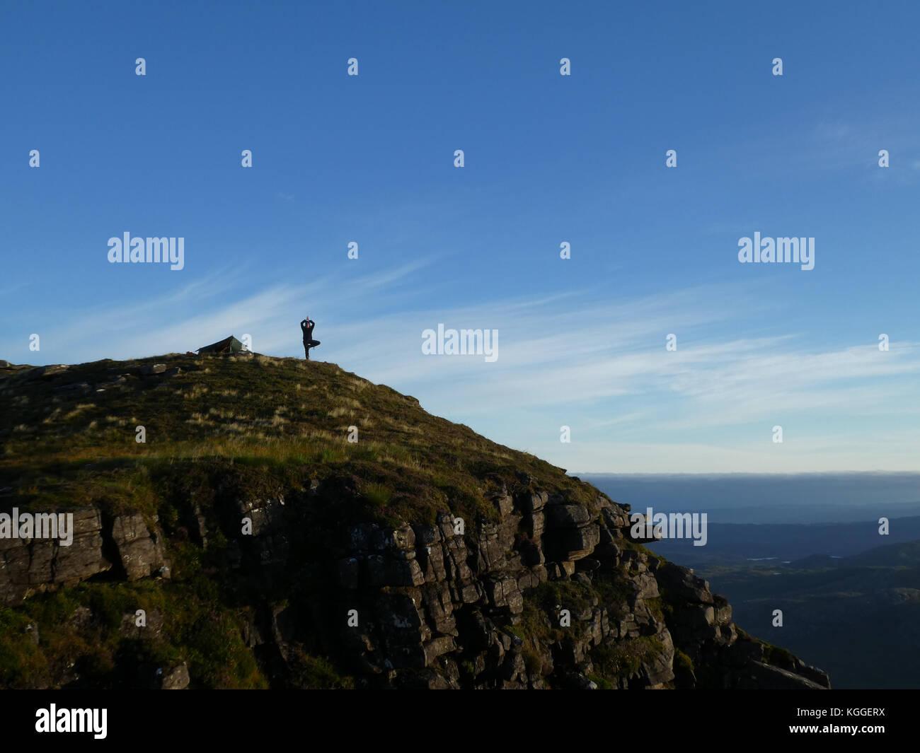 Camp sauvage près du sommet de la montagne suilven, Sutherland, Scotland Photo Stock