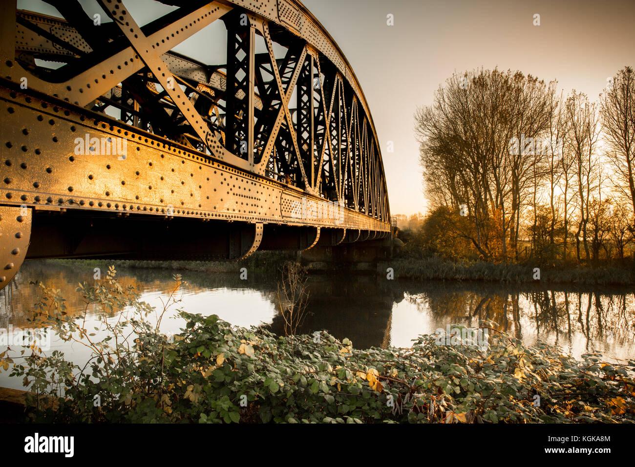 Un pont ferroviaire sur la tamise à Culham, Oxfordshire Banque D'Images