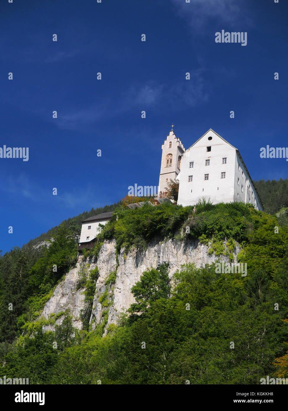 Vue sur le lieu de pèlerinage st. georgenberg avec un beau ciel bleu en arrière-plan Banque D'Images