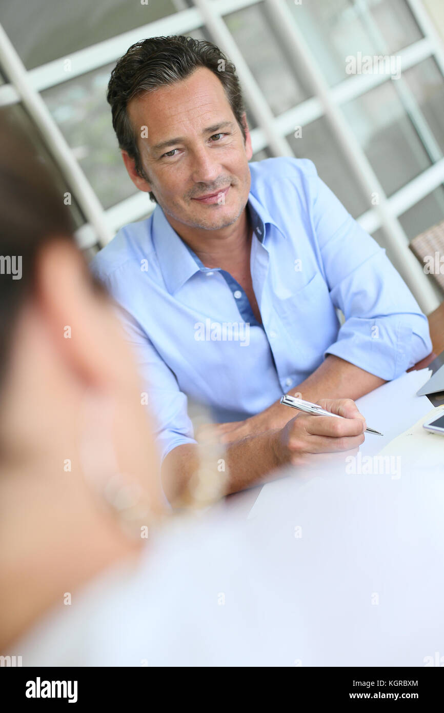 Businessman meeting client in office Photo Stock