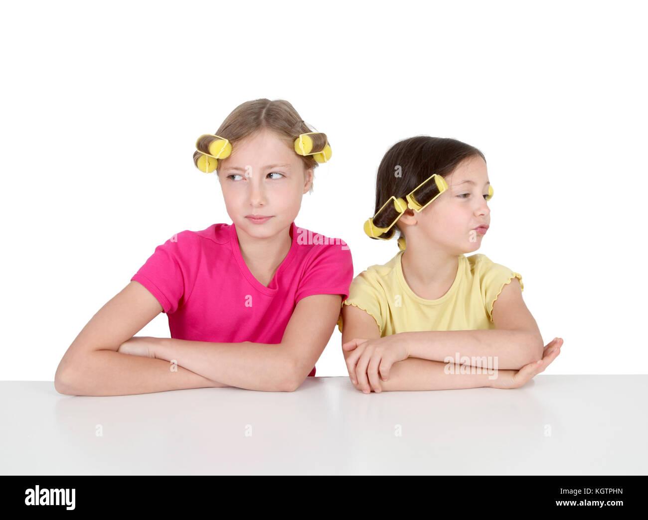Portrait de jeunes filles avec les bigoudis Photo Stock