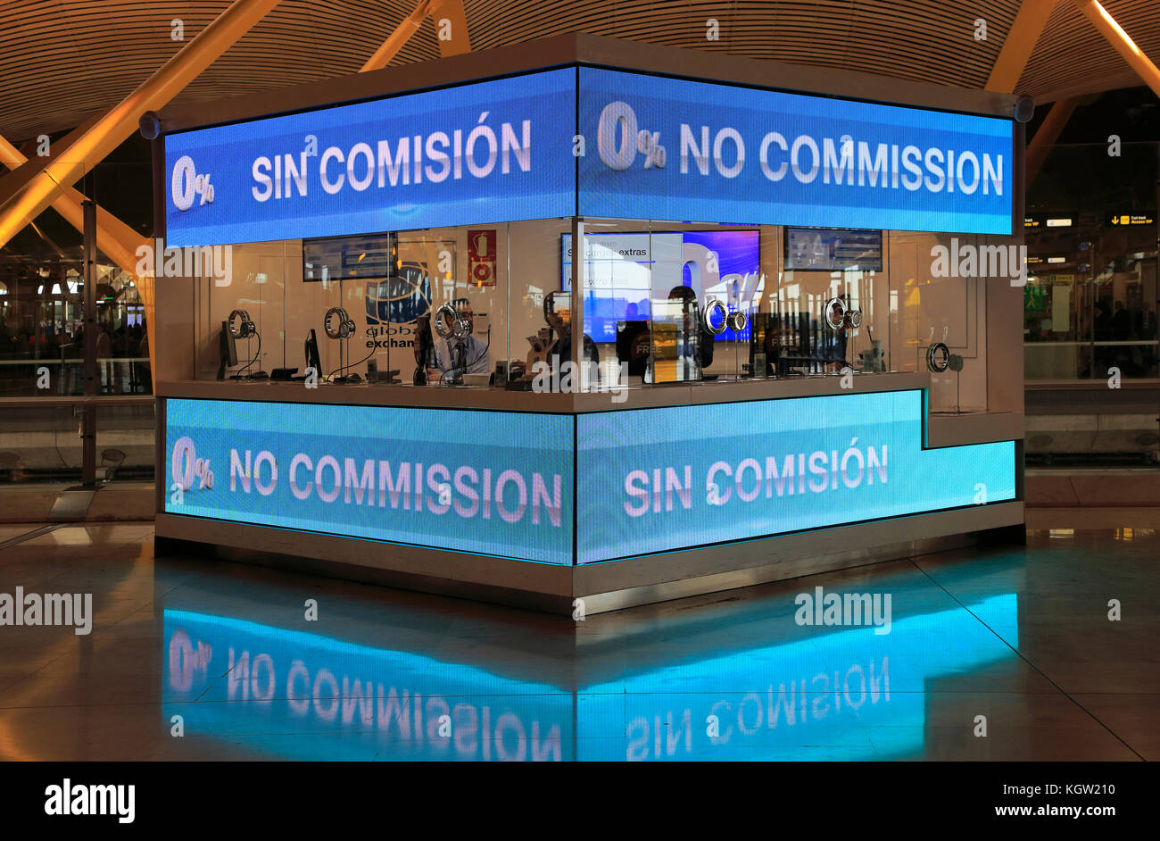 Airport booth photos airport booth images alamy - Bureau de change aeroport ...