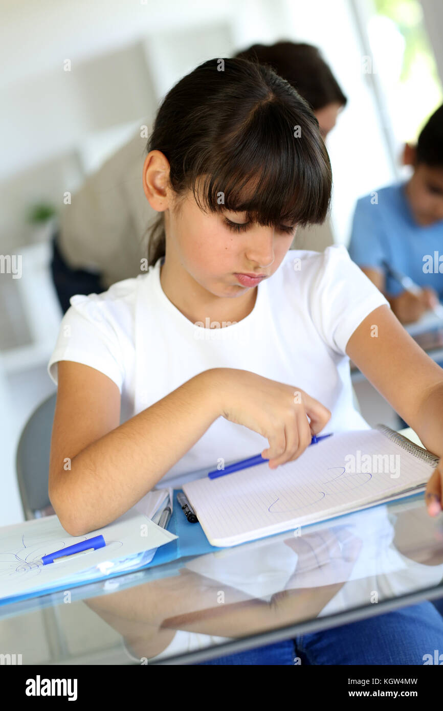 Jeune fille de l'école avec l'ennuyer! Photo Stock