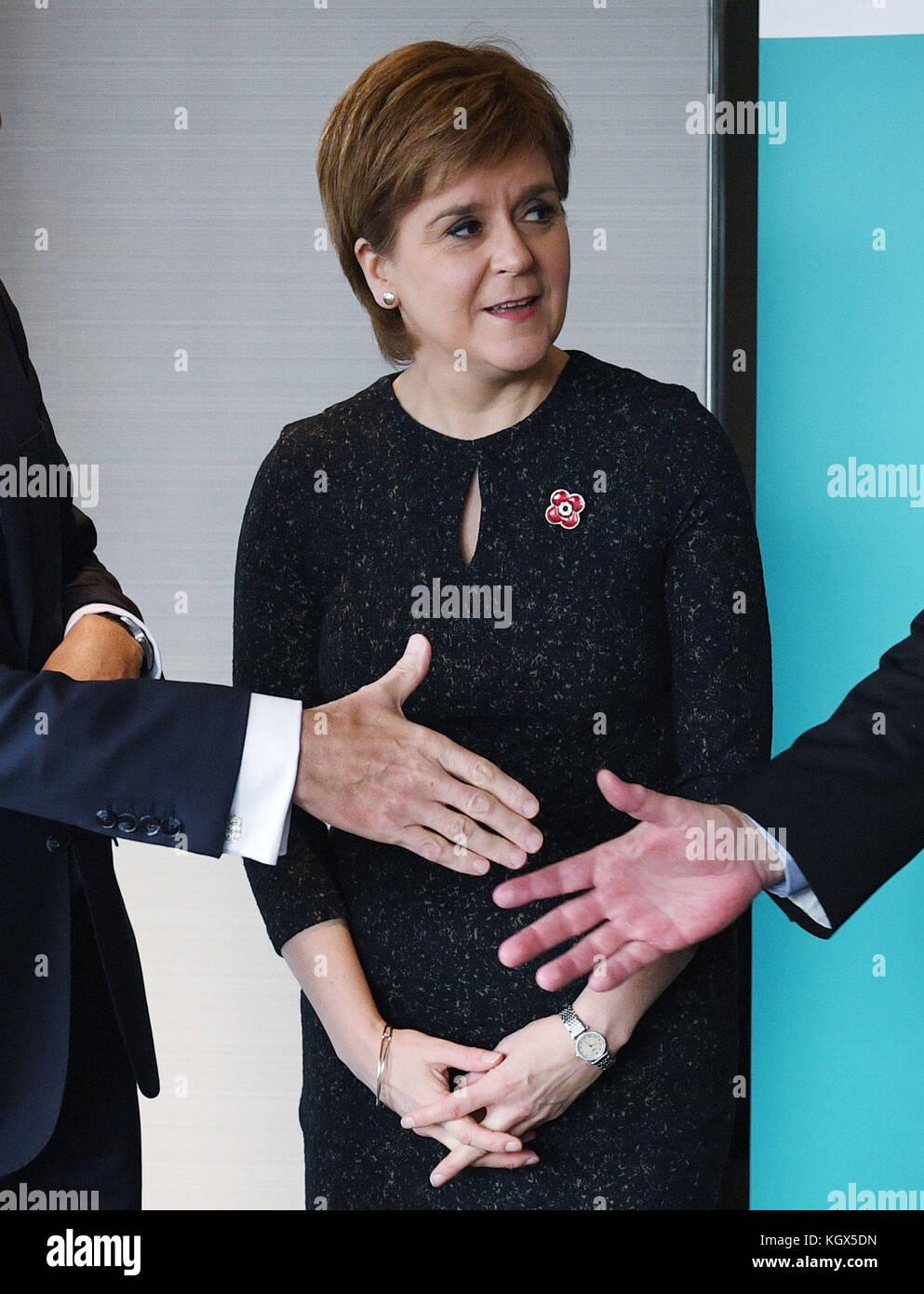Premier ministre écossais nicola sturgeon avant une réunion de la British Irish conseil à l'hôtel Photo Stock