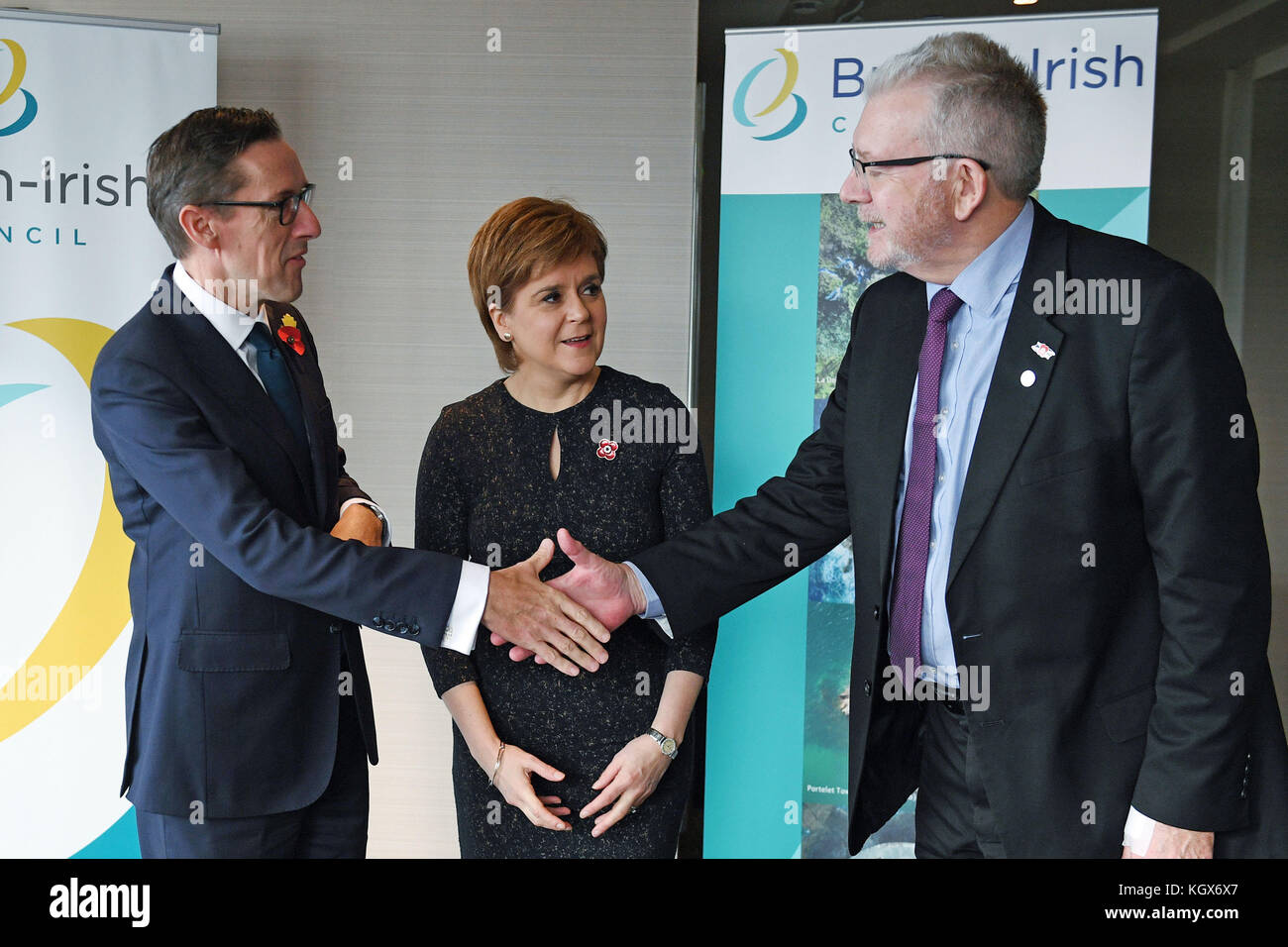 Premier ministre écossais nicola sturgeon et snp brexit porte-parole Michael Russell (à droite) est accueilli Photo Stock