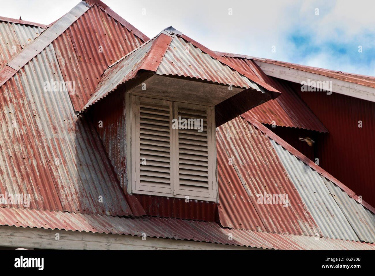 Roof dormer photos roof dormer images alamy for Maison toit tole