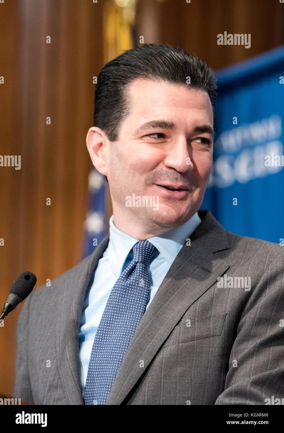 Food and Drug Administration (FDA) commissaire scott gottlieb parle au cours de la National press club headliners Banque D'Images