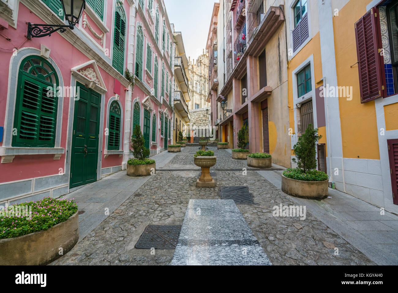 La rue pittoresque de la vieille ville de Macao (Macao) près de ruines de St Paul's à Macao (Macao) Photo Stock