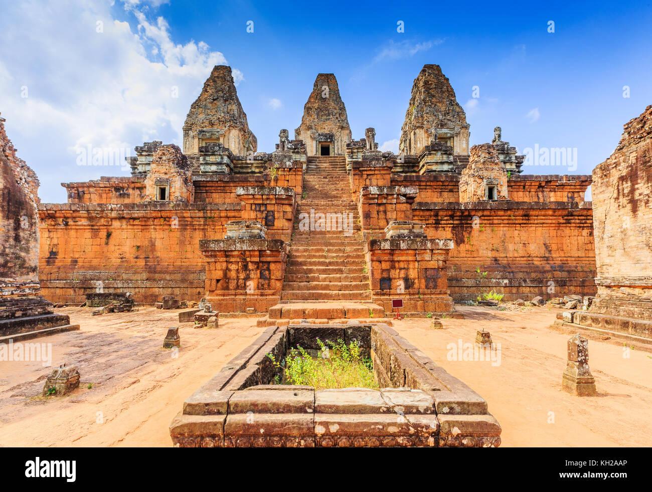 Angkor, au Cambodge. Temple Pre Rup. La citerne et le centre de Tours. Photo Stock