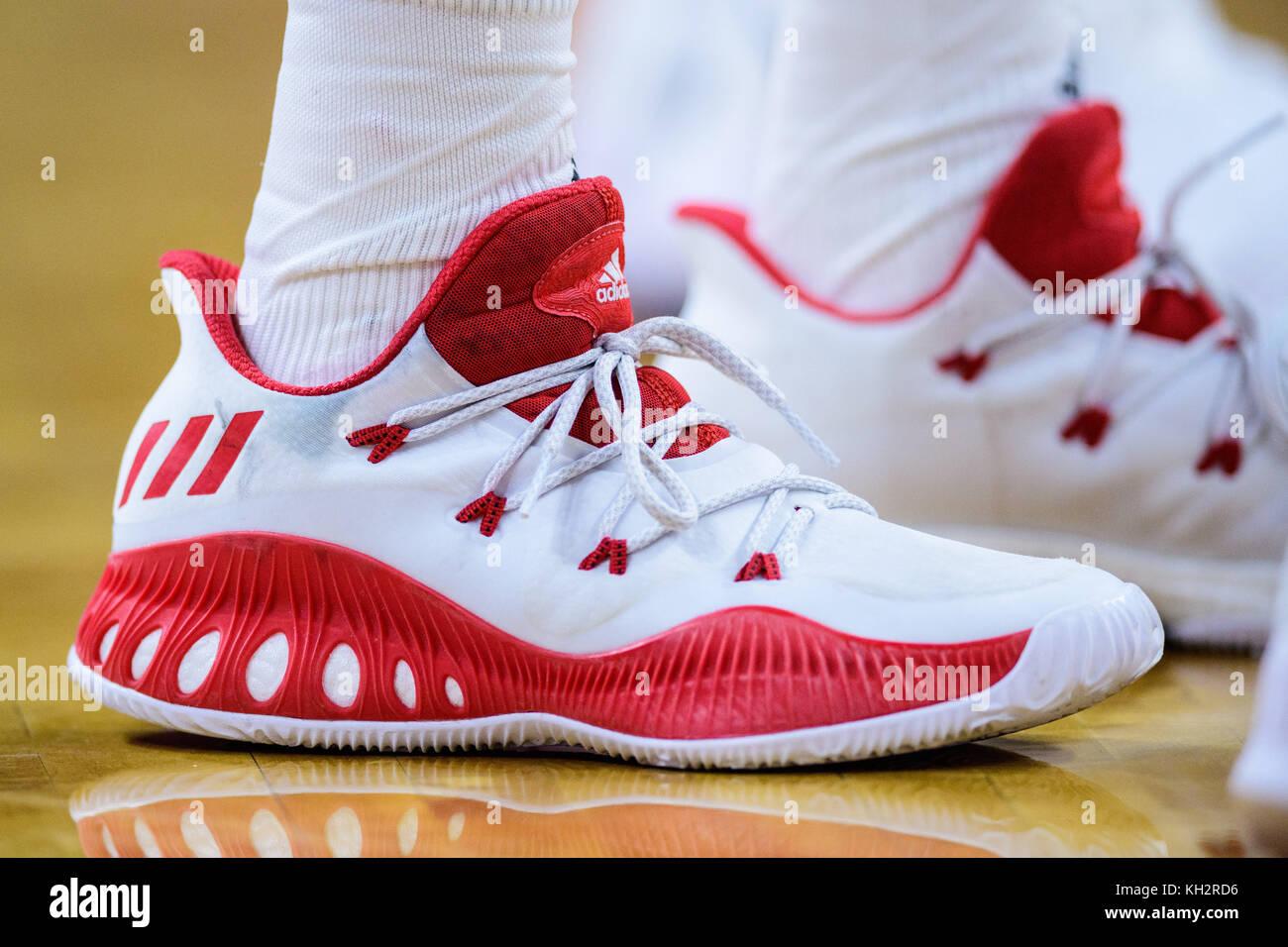 Les La Chaussures De Sam Nc State Guard Cours Adidas