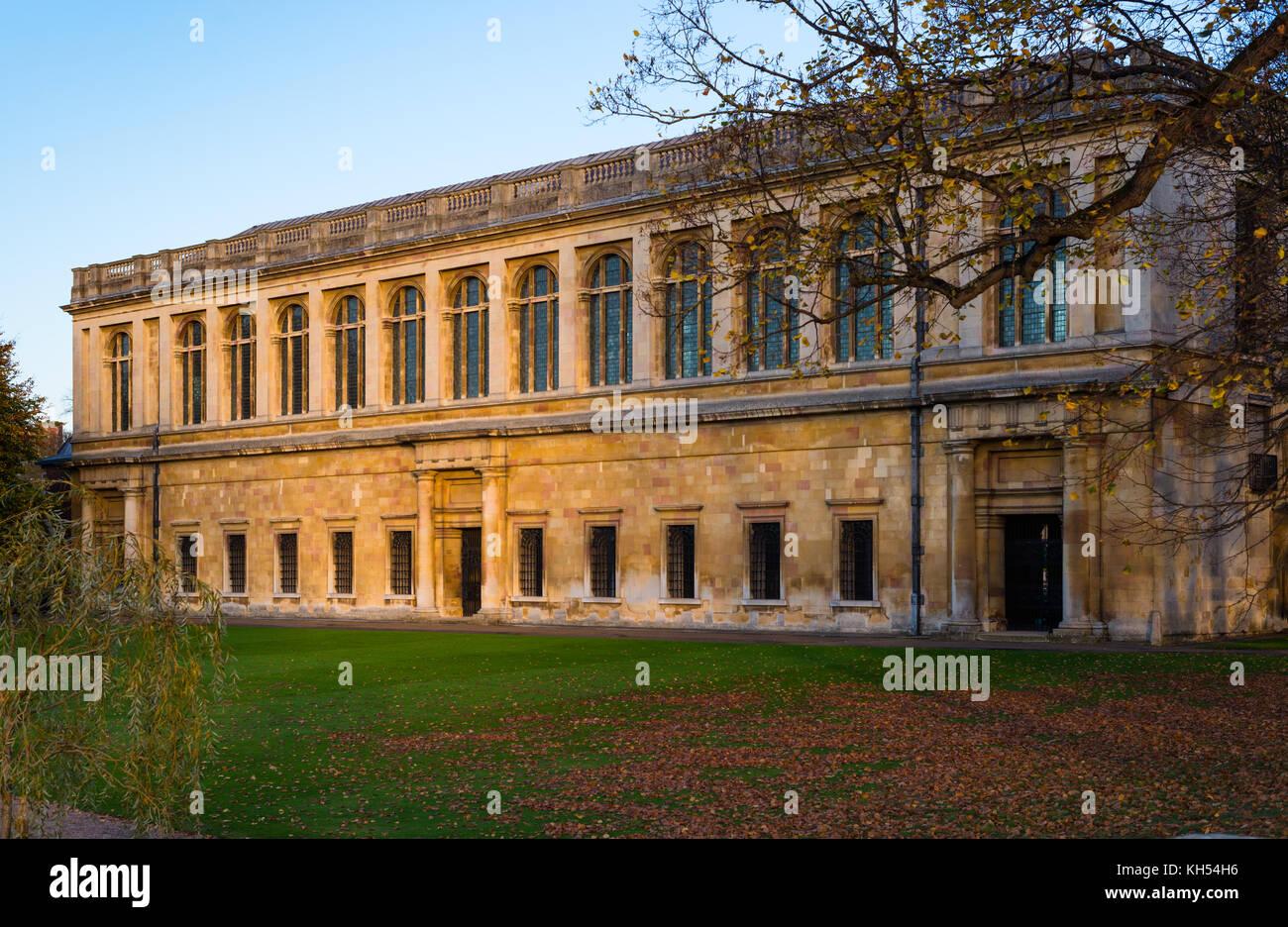Vue panoramique de la bibliothèque Wren au coucher du soleil, le Trinity College, Université de Cambridge, Photo Stock