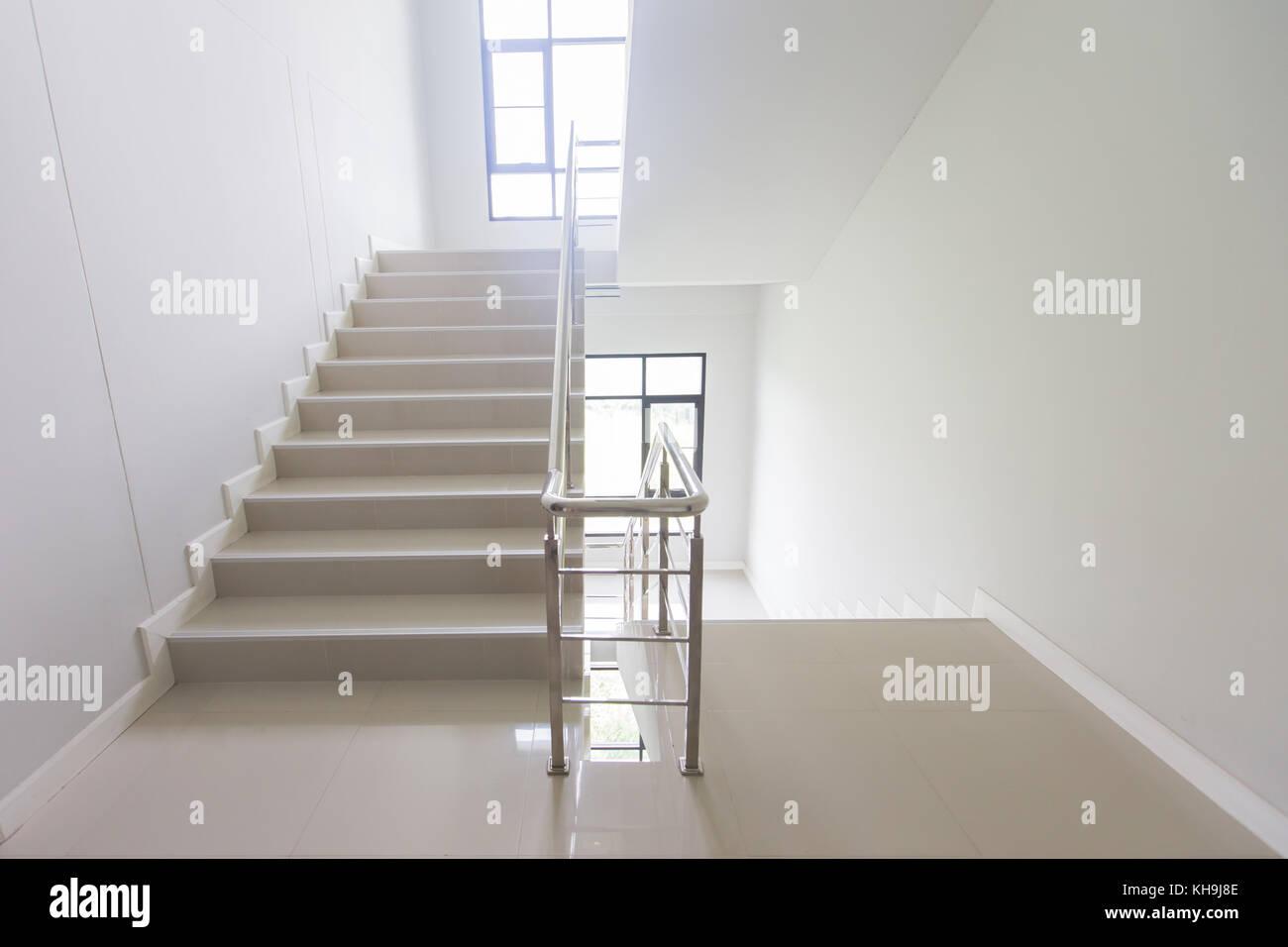 Escalier Interieur Maison Moderne sortie de secours - escalier dans l'hôtel, près de l